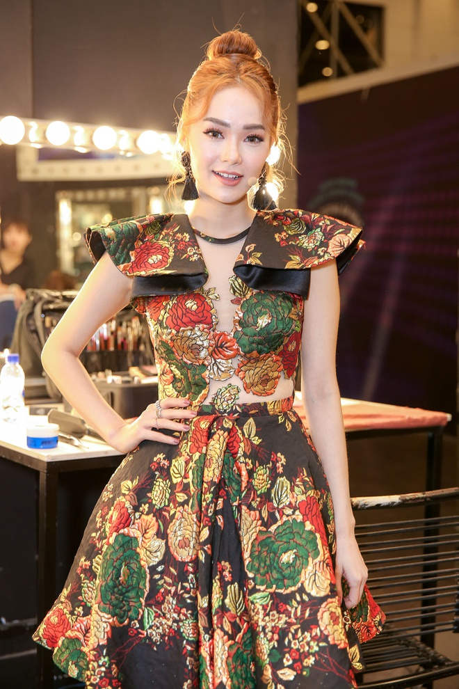 Sau on ao o The Face, Minh Hang ngoi ghe nong Vietnam Idol Kids hinh anh 2