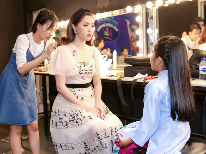 Sau on ao o The Face, Minh Hang ngoi ghe nong Vietnam Idol Kids hinh anh 8