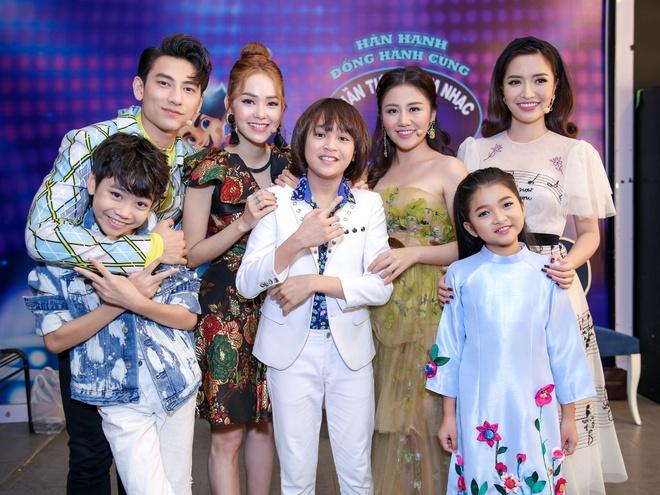 Sau on ao o The Face, Minh Hang ngoi ghe nong Vietnam Idol Kids hinh anh 11