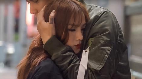 Thu Thuy len an dan ong bat ca hai tay trong MV moi hinh anh