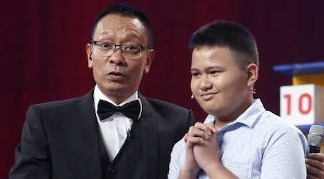 MC Lai Van Sam ngo ngang vi cau be Phillipines co tri nho phi thuong hinh anh