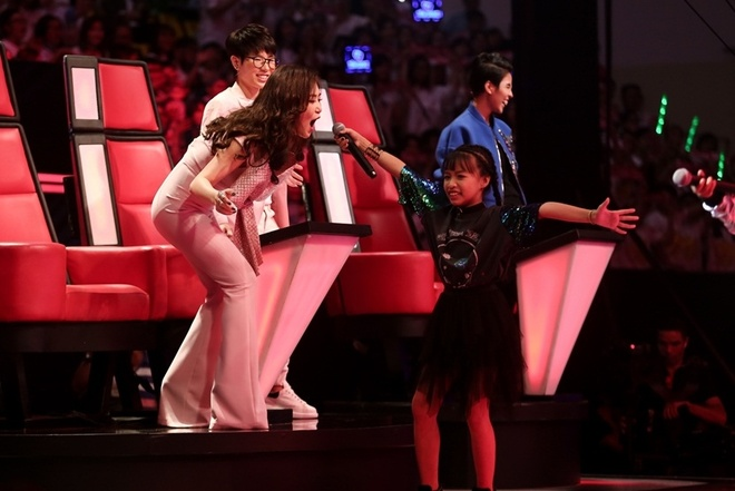 The Voice Kids: Huong Tram hat rock cung tro cung hinh anh 2