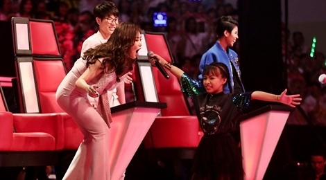 The Voice Kids: Huong Tram hat rock cung tro cung hinh anh