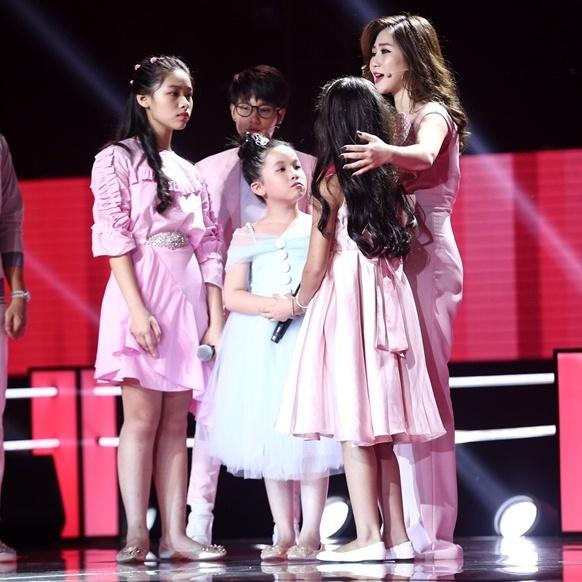Hoc tro Vu Cat Tuong hat bolero tren san khau The Voice Kids hinh anh 9