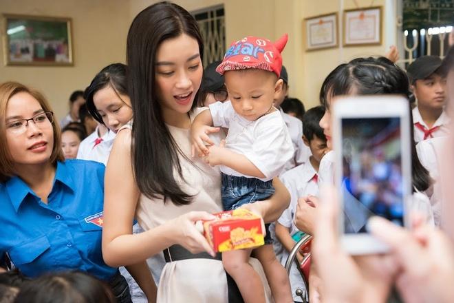 Do My Linh duoc chao don khi ve Yen Bai lam du an cho Miss World hinh anh 2