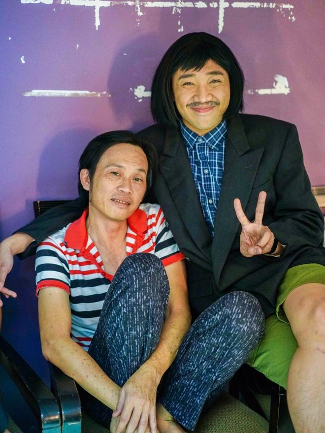 Hoai Linh an voi trong hau truong live show Kieu Minh Tuan hinh anh 4