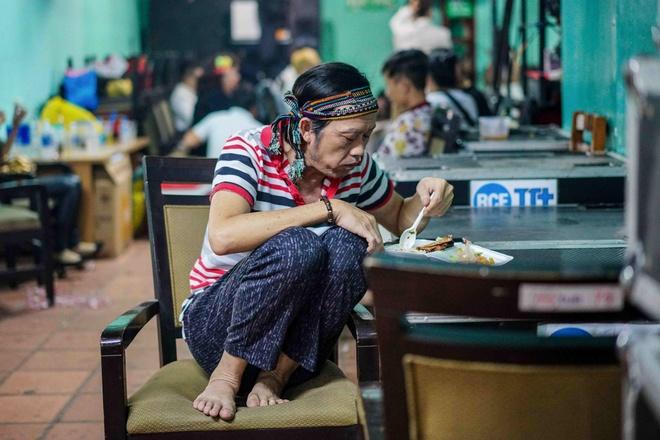 Hoai Linh an voi trong hau truong live show Kieu Minh Tuan hinh anh 2
