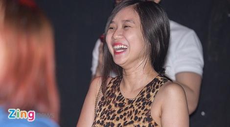 Ban gai 'cuoi ngat' khi xem Hoai Lam hat cung Hoa Minzy hinh anh