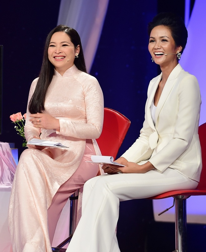 H'Hen Nie tiet lo mau dan ong ly tuong la chi can biet thuong nguoi hinh anh 1