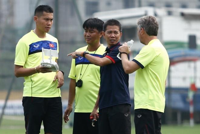 HLV Hoang Anh Tuan: 'U20 Viet Nam khong den World Cup de du lich' hinh anh 2