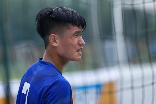 Hau ve U20 Viet Nam nghien rang dap xe dieu tri chan thuong hinh anh 5