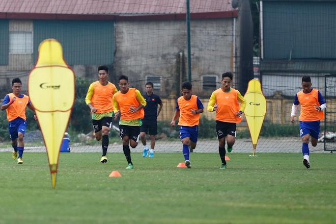 Hau ve U20 Viet Nam nghien rang dap xe dieu tri chan thuong hinh anh 6