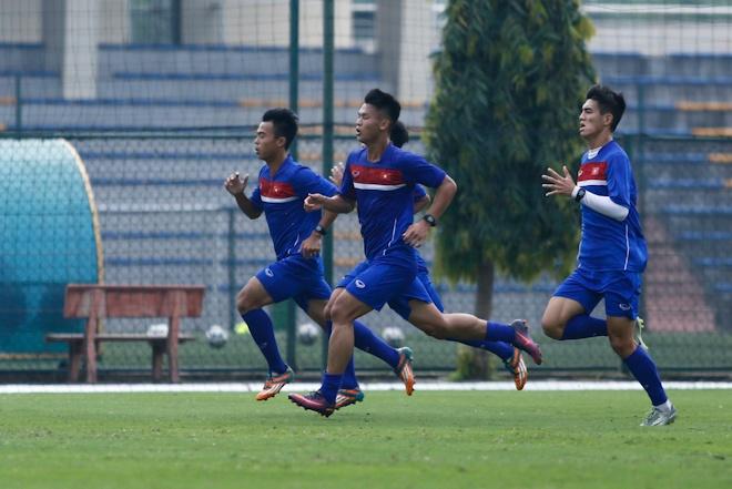 Hau ve U20 Viet Nam nghien rang dap xe dieu tri chan thuong hinh anh 7