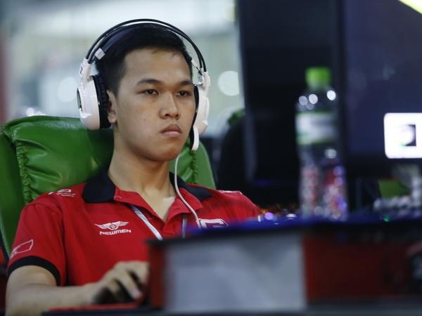 AOE Viet - Trung: Chim Se Di Nang bat ngo thua trang o Solo Random hinh anh
