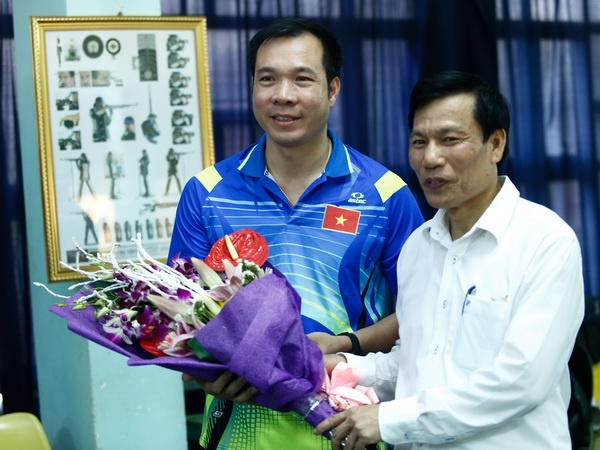 Bo truong Nguyen Ngoc Thien giao chi tieu cao cho ban sung Viet Nam hinh anh