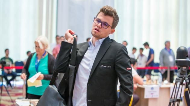 Dia chan o Cup the gioi, Vua co Magnus Carlsen bat ngo bi loai hinh anh 1
