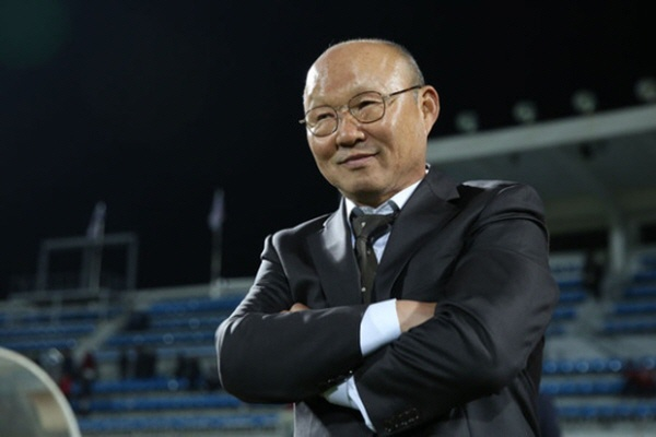 HLV Park Hang-seo tung bi sa thai vi khong thay the duoc Guus Hiddink hinh anh 1