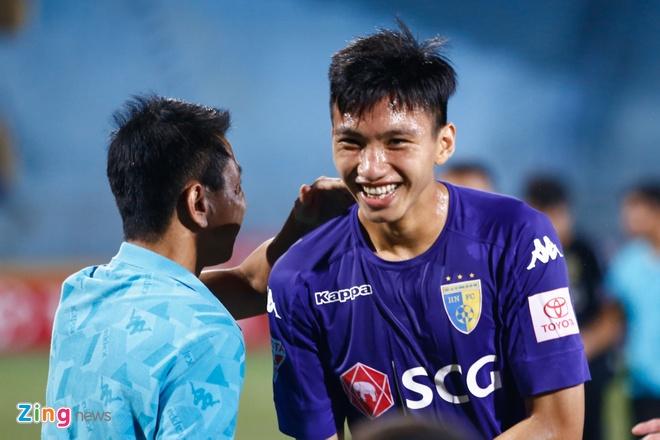 Doan Van Hau thu lam tien dao, ghi ban dau tien tai V.League hinh anh 2