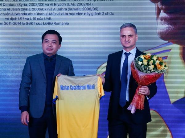 HLV moi cua Thanh Hoa khong dam hua se vao top 3 V.League hinh anh