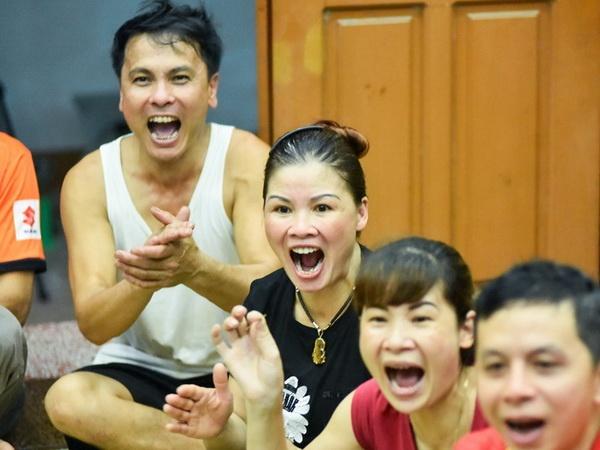 Cha Quang Hai bat khoc khi con trai lam nen lich su hinh anh