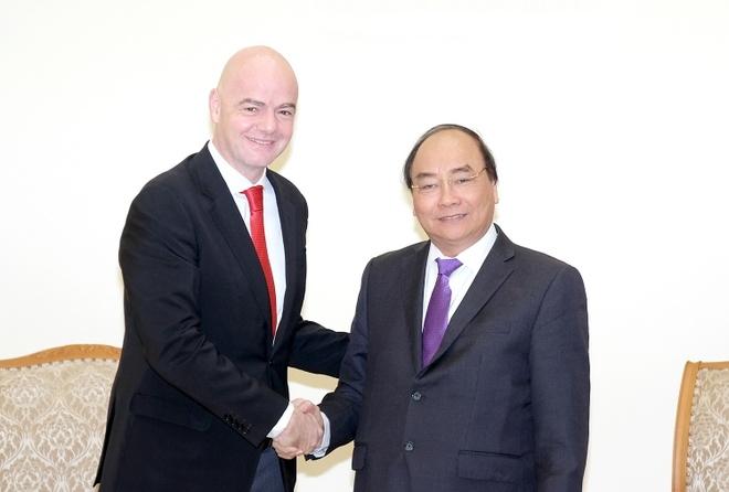 Thu tuong Nguyen Xuan Phuc tiep Chu tich FIFA hinh anh 2