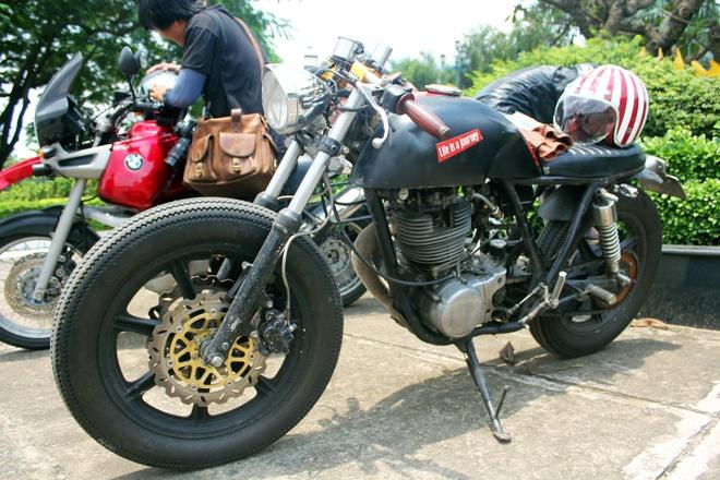 Yamaha SR500 do kieu 'ca phe bui' o Sai Gon hinh anh