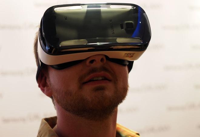 Samsung trinh lang kinh thuc te ao Gear VR di kem Note 4 hinh anh