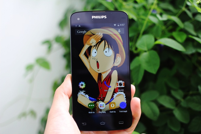 Hai mau smartphone pin khoe cua Philips lan dau giam gia hinh anh