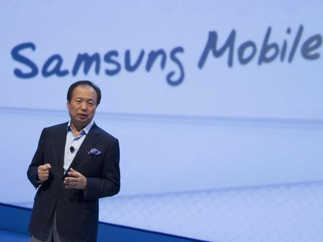 Samsung bac bo thong tin mua lai BlackBerry hinh anh