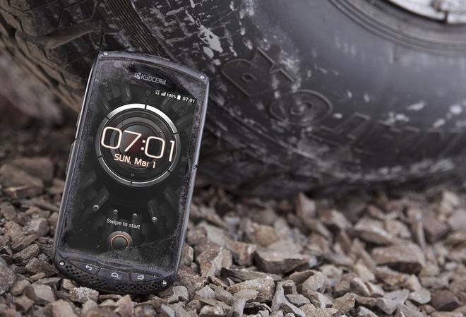 Smartphone dung nang luong mat troi se ra mat tai MWC 2015 hinh anh