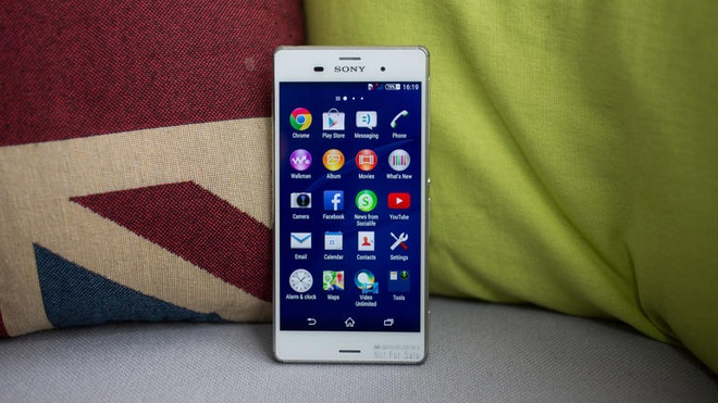 10 smartphone cao cap pin khung hinh anh 2 Sony Xperia Z3: Máy ra mắt tại IFA 2014, sản phẩm kế nhiệm Xperia Z2 với nhiều cải tiến. Model này trang bị khả năng chống bụi nước, với pin dung lượng 3.100 mAh giúp thiết bị thời gian benchmark pin lên đến 9,5 tiếng, tuy nhiên thời gian sạc lâu lại là nhược điểm của Xperia Z3.