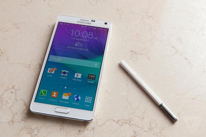 10 smartphone cao cap pin khung hinh anh 3 Galaxy Note 4: Chiếc phablet này chứng minh rằng Samsung biết lắng nghe ý kiến của khách hàng, với bộ khung kim loại giúp máy thanh thoát hơn những sản phẩm tiền nhiệm. Với pin 3.220 mAh, Galaxy Note 4 có thể sử dụng liên tục gần 9 tiếng nhưng chỉ mất 1,5 tiếng để sạc đầy
