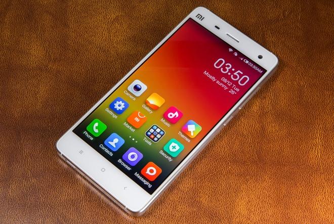 10 smartphone cao cap pin khung hinh anh 4 Xiaomi Mi4: Chiếc phablet cao cấp đầu tiên của Xiaomi có thiết kế hiện đại với khung bằng thép không gỉ sang trọng. Bên cạnh đó, sản phẩm này còn có hiệu năng mạnh với chip Snapdragon 801, camera 13 megapixel chất lượng tốt. Trong thử nghiệm benchmark, Mi4 có thời gian sử dụng lên đến 8,5 tiếng và 2 tiếng để sạc.