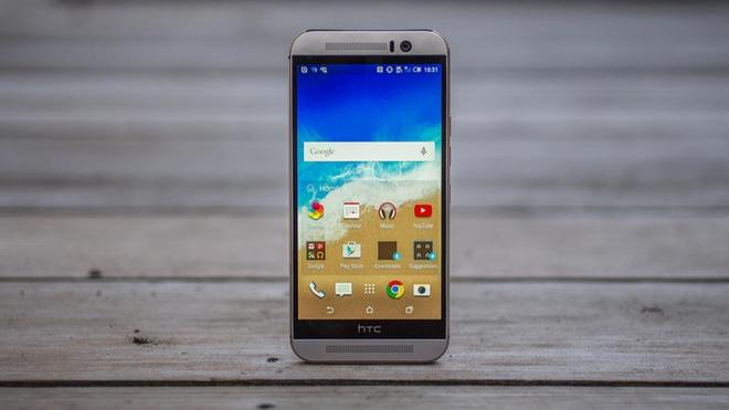 10 smartphone cao cap pin khung hinh anh 9 HTC One M9: Máy giữ nguyên phong cách thiết kế unibody trên One M7 và M8. Chất lượng hoàn hiện của M9 được đánh giá cao hơn so với model tiền nhiệm. Thời lượng pin tương đương iPhone 6 Plus nhưng sạc nhanh hơn.