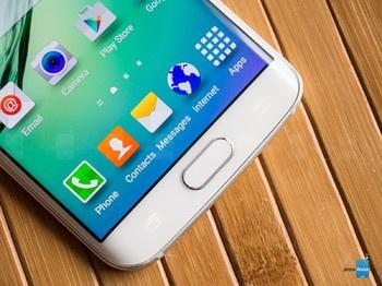 Màn hình OLED cong sống động của Galaxy S6 Edge.