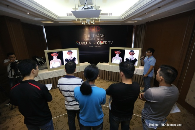 Dan choi Sai Gon offline, do hinh anh TV Samsung va LG hinh anh