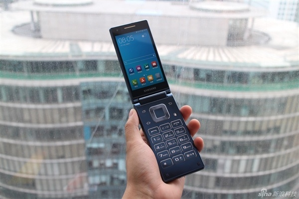 Anh dien thoai Samsung chay Android nap gap hinh anh
