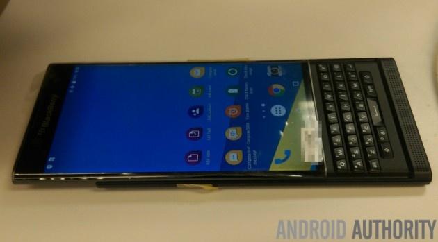 BlackBerry Venice ro ri anh thuc te hinh anh 2 Theo hãng công nghệ Canada, smartphone mới vẫn giữ tính năng bảo mật cao vốn là ưu điểm của dòng máy BlackBerry. Trong khi đó, người dùng sẽ tiếp cận dễ dàng hơn với các ứng dụng từ Google.