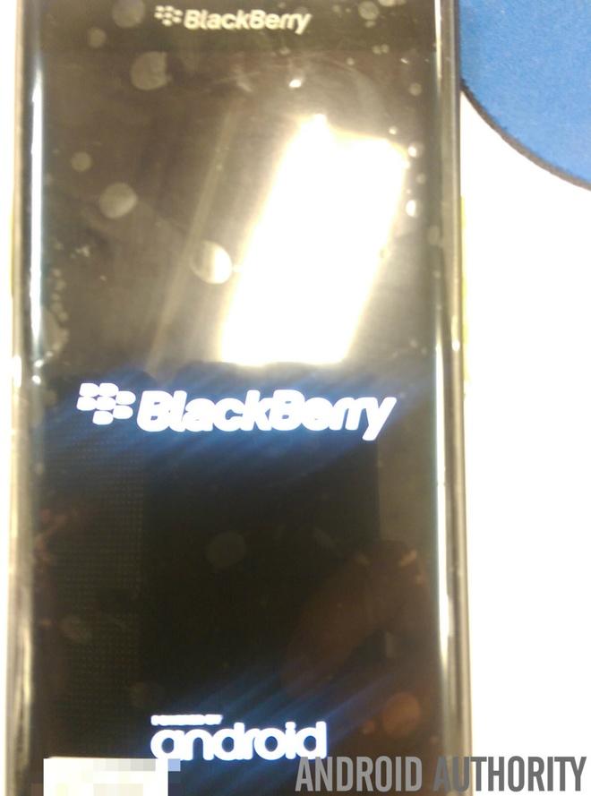 """BlackBerry Venice ro ri anh thuc te hinh anh 1 Venice là thiết bị đầu tiên mang thương hiệu """"Dâu đen"""" sử dụng hệ điều hành Android. Smartphone này được xem như nỗ lực lớn của hãng nhằm giành lại chỗ đứng trên thị trường di động thông minh."""