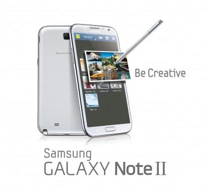 Lich su dong Galaxy Note cua Samsung hinh anh 2 2. Galaxy Note II  So với chiếc Note đầu tiên, Galaxy Note II là bản nâng cấp lớn. Máy có màn hình 5,5 inch với độ phân giải 1280 x 720 pixel. Samsung đã nâng cấp phần cứng lên vi xử lý quad-core Exynos 4412 tốc độ 1,6 GHz với CPU Cortex-A9, GPU Mali-400MP4. Dung lượng RAM được tăng lên gấp đôi. Các chi tiết khác như camera, bộ nhớ trong không thay đổi.  Galaxy Note II có pin dung lượng 3.100 mAh. Máy chạy Android Jelly Bean 4.1, có thể cập nhật lên KitKat. Một chi tiết được thay đổi là bút S Pen với nhiều tính năng như chia màn hình đa nhiệm, xem trước nội dung bằng Air View. Samsung cũng giới thiệu giao diện cảm ứng TouchWiz trên model này, sau đó đưa vào các smartphone dòng S.  Hơn 30 triệu chiếc Galaxy Note II đã được bán ra trên toàn thế giới. Thành công của smartphone màn hình lớn này đã khiến các hãng di động khác cũng bắt đầu tấn công thị trường phablet. Dù giới công nghệ vẫn hoài nghi về kích thước máy, tuy nhiên không ai ngờ được, 5,5 inch lại là kích thước tiêu chuẩn cho nhiều smartphone sau này.