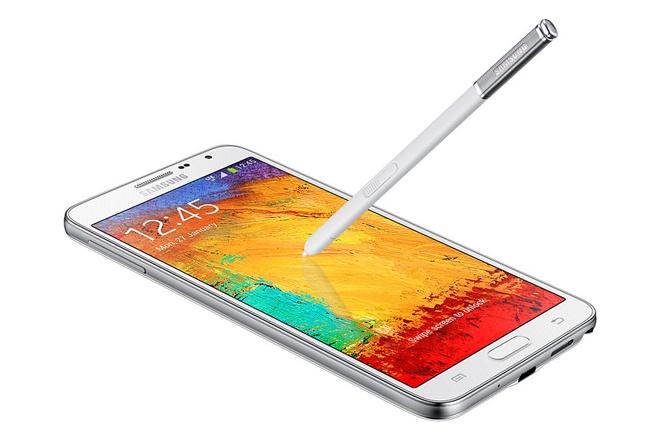 """Lich su dong Galaxy Note cua Samsung hinh anh 4  4. Galaxy Note 3 Neo  Đầu năm 2014, Samsung giới thiệu Galaxy Note 3 Neo vài tháng sau khi ra mắt Galaxy Note 3. Các chi tiết phần cứng của Neo đều khiêm tốn hơn người tiền nhiệm, trong khi các tính năng của bút S Pen không thay đổi. Màn hình của máy được thu gọn xuống còn 5,5 inch với độ phân giải 720 pixel và máy ảnh chính từ 13 megapixel chỉ còn 8 """"chấm"""".  Samsung sản xuất Neo với mong muốn phục vụ các khách hàng muốn dùng dòng Note nhưng tài chính có hạn. Tuy nhiên, smartphone này được xem là bản thu gọn thất bại của Galaxy Note 3. Giới công nghệ nhận định, Neo chỉ là một chiếc Note II có vỏ giả da. Sau này, Samsung không ra thêm bất cứ phiên bản thu gọn nào của Galaxy Note nữa."""