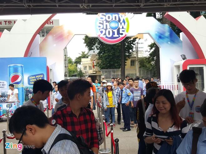 Xep hang dai cho vao xem Sony Show 2015 hinh anh 3