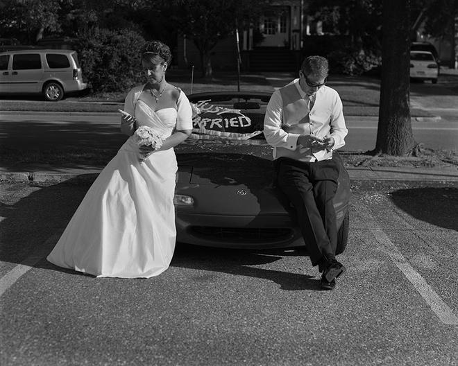 Trong ngày trọng đại của đời mình nhưng cặp đôi này còn nhiều điều khiến họ bận tâm hơn.