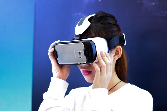 Trai nghiem kinh thuc te ao Samsung Gear VR tai Viet Nam hinh anh