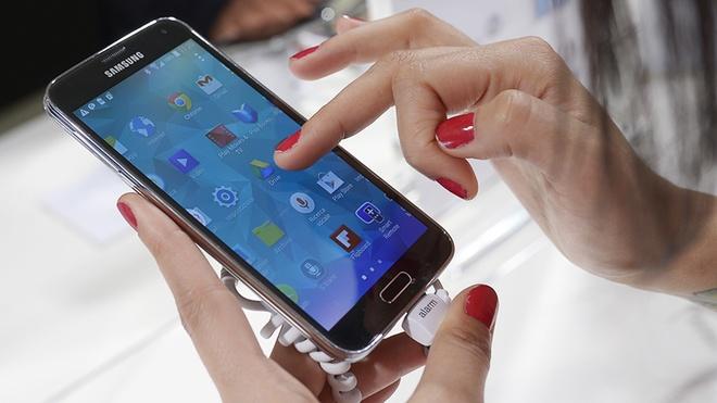 Android va noi bat an cua Google hinh anh 2 Cảm biến vân tay trên các thiết bị Android tụt hậu so với Touch ID của iOS.