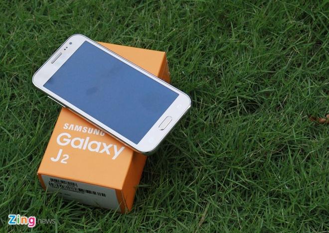 Mo hop Galaxy J2 gia 3,2 trieu dong o Viet Nam hinh anh 1
