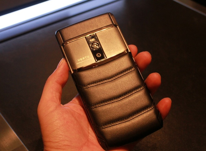 Dien thoai Vertu chay Android gia 470 trieu dong o VN hinh anh