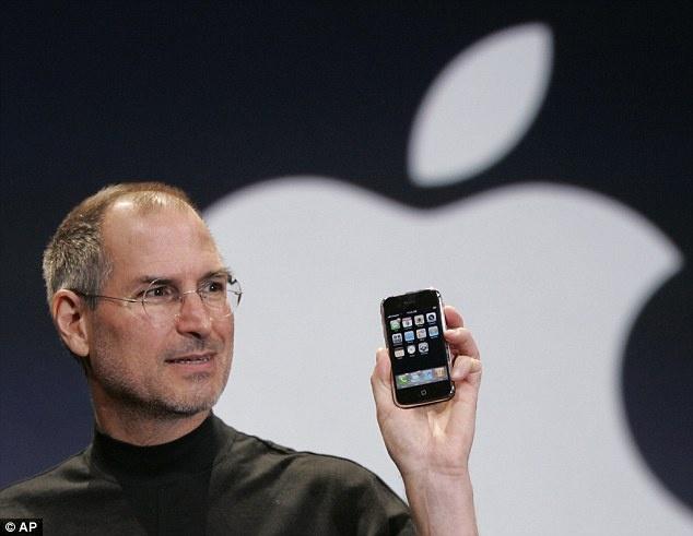 Man hinh dien thoai: Tu Nokia 5110 den iPhone 6S Plus hinh anh 4 Steve Jobs lần đầu giới thiệu iPhone.