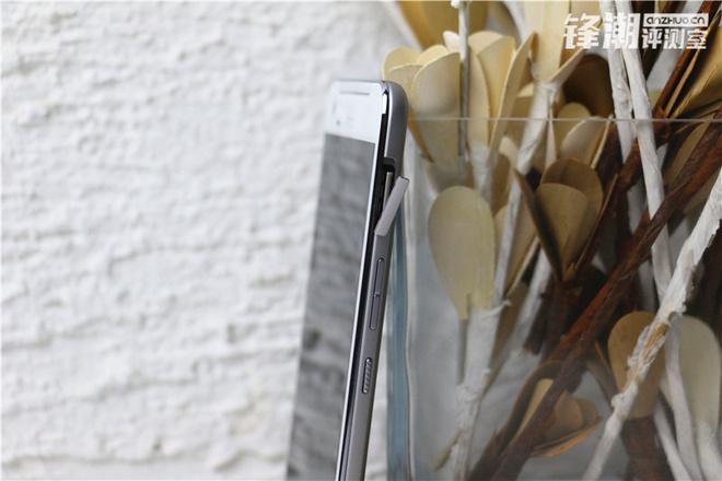 HTC One X9 chinh thuc lo dien trong loat anh thuc te hinh anh 6 Các phím chức năng như nút nguồn, tăng giảm âm lượng nằm ở cạnh phải của máy. Nằm ở vị trí cao nhất có thể là khe cắm thể microSD.