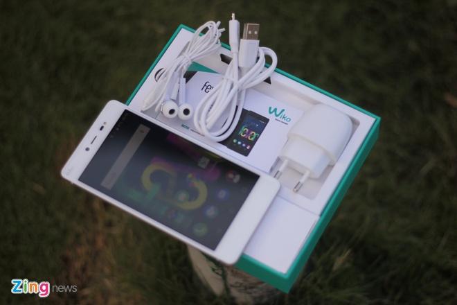 Mo hop smartphone RAM 3 GB, ho tro 4G gia 5 trieu o VN hinh anh 1